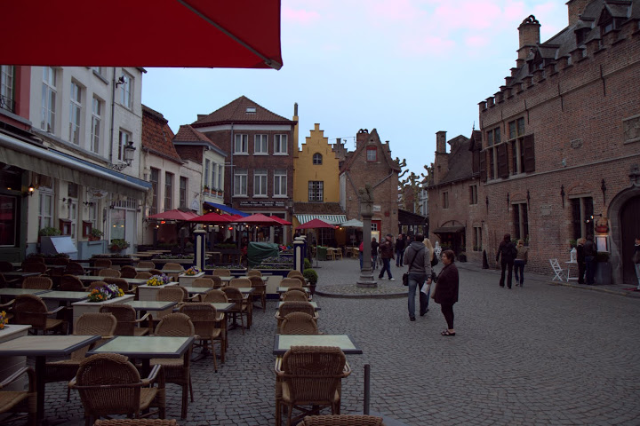 Dining & drinking in Bruges squares