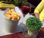 Frites & rose at Poules Moules