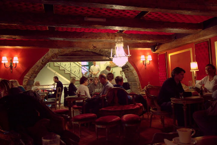 Multi-room Peclard cafe