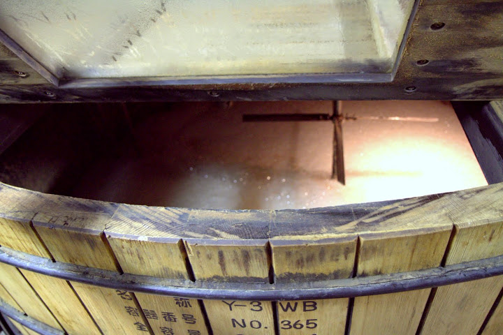 Extracting sugars from grain in mash tuns